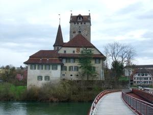 Schloss Aarwangen, angehalten wegen Geocache, lohnt sich aber auch ohne.