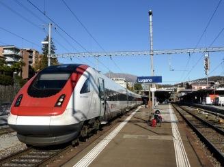 Sonnenschein am Luganer Bahnhof.